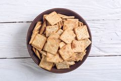 在碗的自创薄脆饼干 库存照片