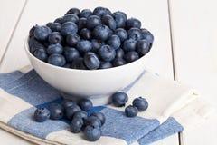 在碗的蓝莓 免版税库存图片