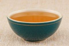 在碗的蜂蜜 免版税库存照片