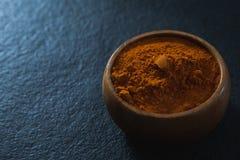 在碗的辣椒粉香料 免版税库存照片