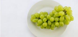在碗的鲜美新鲜的绿色葡萄 库存图片