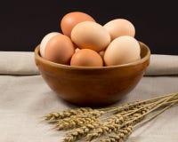 在碗的鸡蛋 免版税库存照片
