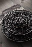 在碗的黑乌龟豆豆类 免版税库存照片