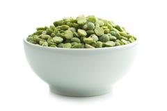 在碗的绿色分裂豌豆 库存图片