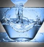 在碗的水飞溅 免版税图库摄影