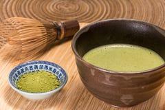 在碗的Matcha绿茶 免版税库存图片