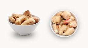 在碗隔绝的新鲜的姜 库存图片