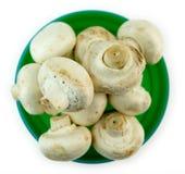在碗隔绝的被堆积的未加工的蘑菇 库存照片
