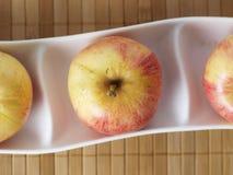在碗04的三个苹果 免版税库存图片