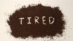 在碾碎的咖啡明白解说的疲乏 免版税库存照片