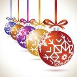 在磁带上的圣诞节球五颜六色的垂悬的集合圣诞树的 库存例证