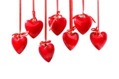 在磁带上的红色心脏吊 背景查出的白色 图库摄影