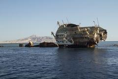 在礁石的海难 免版税库存图片