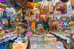 在礼品店的纪念品在一点印度,新加坡 库存照片