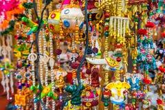 在礼品店的纪念品在一点印度,新加坡 库存图片