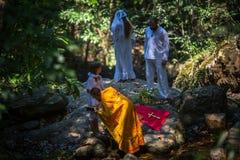 在礼拜式在水的洗礼浸没期间第一个和多数重要基督徒圣礼 库存图片