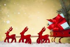 在礼物盒背景的圣诞老人雪橇 免版税图库摄影