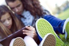 在社会网络的孩子 免版税图库摄影