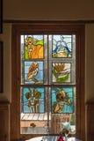 在社区艺术的彩色玻璃在Nieu贝塞斯达集中 免版税库存照片