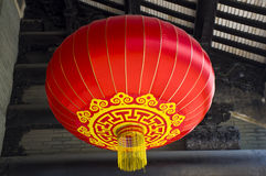在祖先寺庙的红色灯笼吊 免版税库存图片