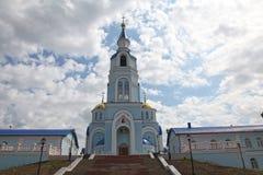 在神的母亲的喀山象寺庙的看法在萨兰斯克, Repulic莫尔多瓦共和国 免版税库存图片