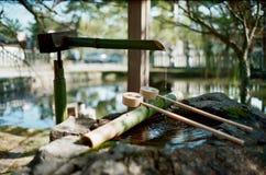 在神道圣地的Chozuya在京都 库存图片