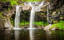 在神仙水池的瀑布在斯凯岛小岛在苏格兰 免版税图库摄影