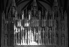 在祭坛上的雕塑在布里斯托尔大教堂里 免版税库存图片