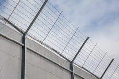 在禁区附近的篱芭 免版税库存照片
