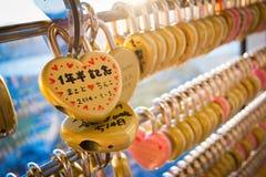 在福冈塔的爱锁 免版税库存图片