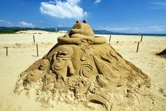 在福隆海水浴场的新颖的沙子雕塑 库存照片