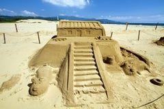 在福隆海水浴场的新颖的沙子雕塑 免版税图库摄影