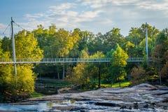 在秋天公园的桥梁细长的,在格林维尔,南Caro 免版税库存图片