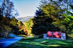 在秋天季节期间的石山北卡罗来纳风景 图库摄影