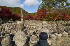 在秋天季节期间的Adashino Nenbutsu籍 免版税图库摄影