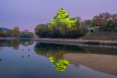 在秋天季节的冈山城堡在冈山市,日本 库存图片
