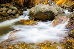 在秋天季节的Chaeson瀑布,泰国 免版税库存图片