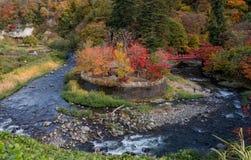 在秋天季节的Fudo小河在Nakano momiji山 图库摄影