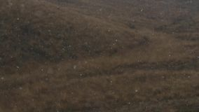 在秋天小山背景的第一雪  影视素材