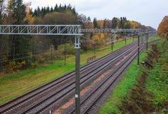 在秋天时间的三条铁路轨道 库存照片