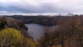 在秋天期间的山顶在挪威 免版税库存图片