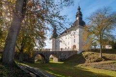 在秋天期间的Ekenäs城堡在Ã-stergötland,瑞典 免版税库存照片