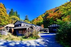 在秋天期间,著名Tsurunoyu onsen ryokan 库存照片
