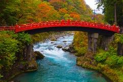 在秋天期间的Shinkyo桥梁在日光,枥木,日本 库存图片