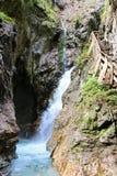 在秋天期间的Wolfsklamm峡谷在施坦斯,奥地利 图库摄影