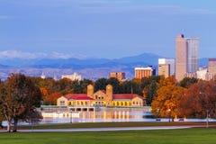 在秋天的丹佛地平线从城市公园 免版税库存照片