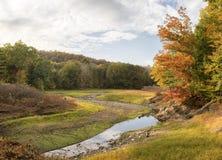 在秋天的低水库 库存图片