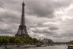 在秋天的埃佛尔铁塔 免版税库存照片