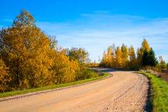 在秋天的多灰尘的路 库存照片