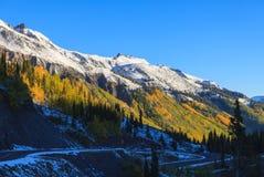 在秋天的山风景日出 免版税库存照片